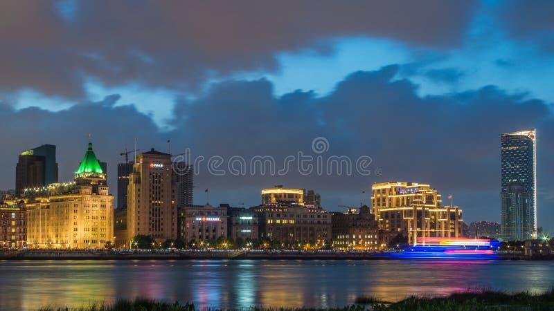 Bund di Shanghai nella notte immagini stock