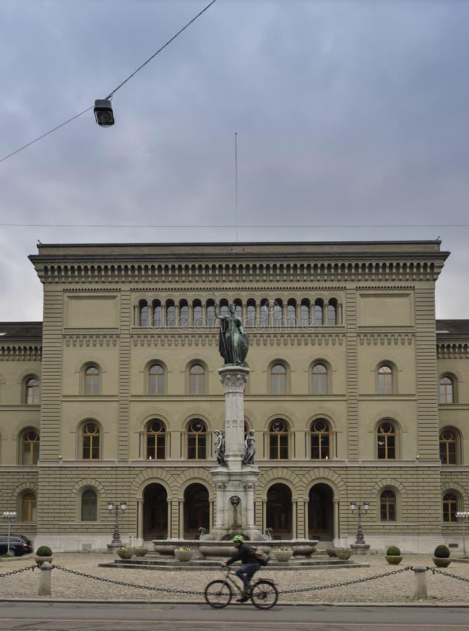 Bundeshouse (瑞士议会)的次要翼从Bundesplatz伯尔尼 瑞士 免版税库存图片