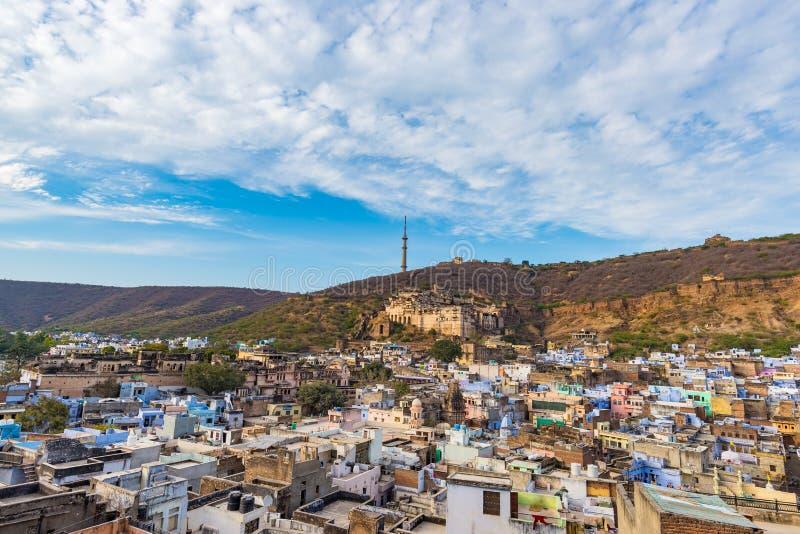 Bundi pejzaż miejski, podróży miejsce przeznaczenia w Rajasthan, India Majestatyczny fort umieszczał na halnym skłonie przegapia  obrazy royalty free
