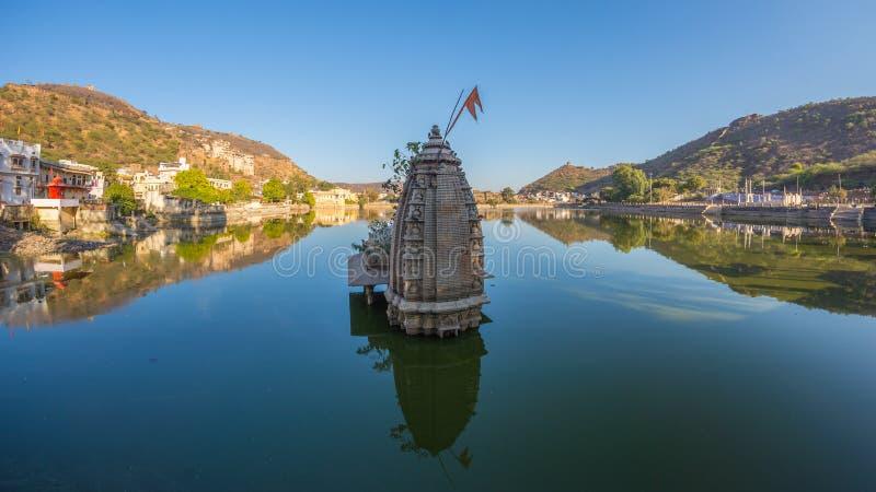Bundicityscape, reisbestemming in Rajasthan, India Het majestueuze fort streek op berghelling overziend neer de blauwe stad W stock foto's