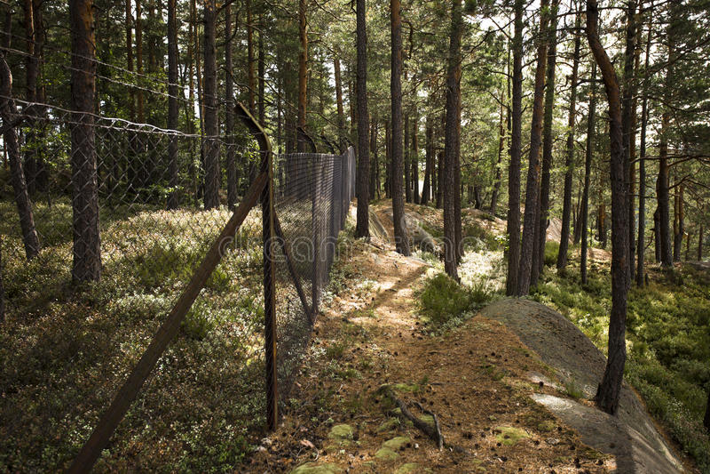bundit förse med en hulling staket fotografering för bildbyråer