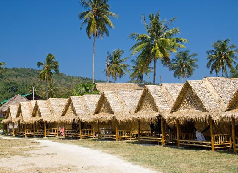 bungalowów kurortu rząd tropikalny fotografia royalty free