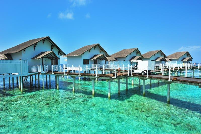 Bungalow dei maldives immagine stock immagine di for Planimetrie dei bungalow spagnoli