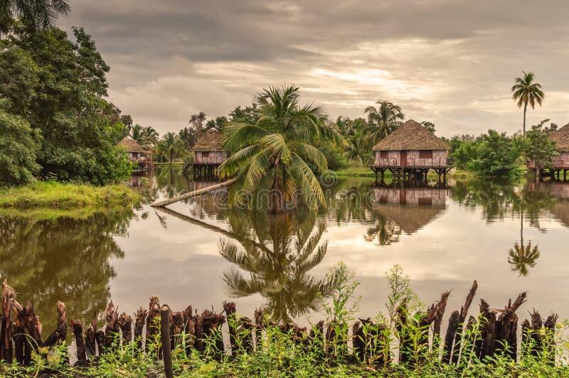 Bungalow dell'acqua dell'ospite, villaggio indiano del Guam, Cuba fotografie stock libere da diritti