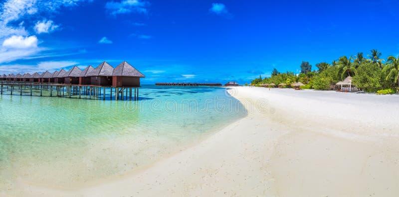 Bungalow delle ville dell'acqua in Maldive immagini stock libere da diritti