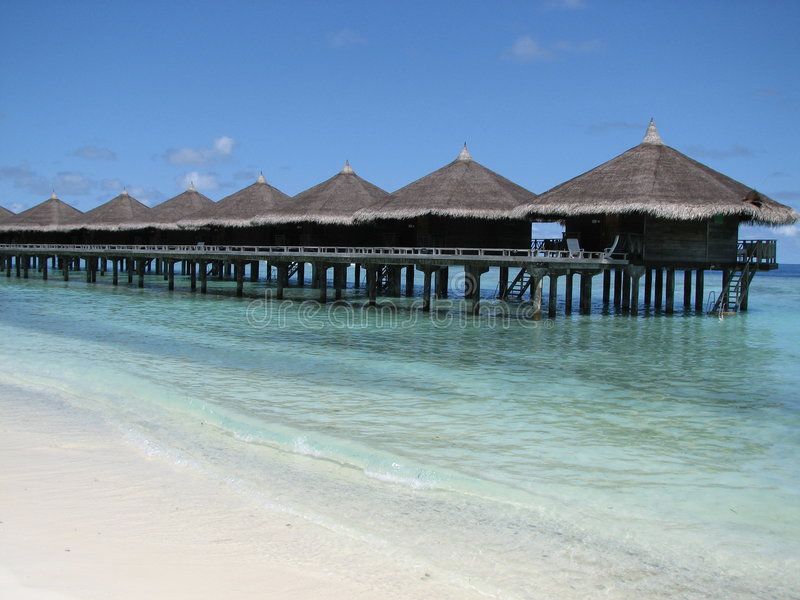 bungalowmaldives vatten royaltyfri fotografi
