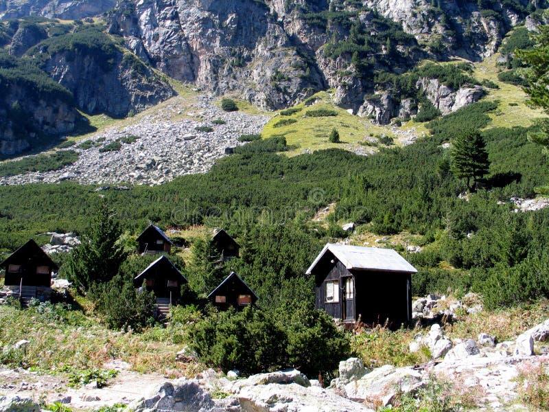 Bungalows na montanha de Rila foto de stock royalty free