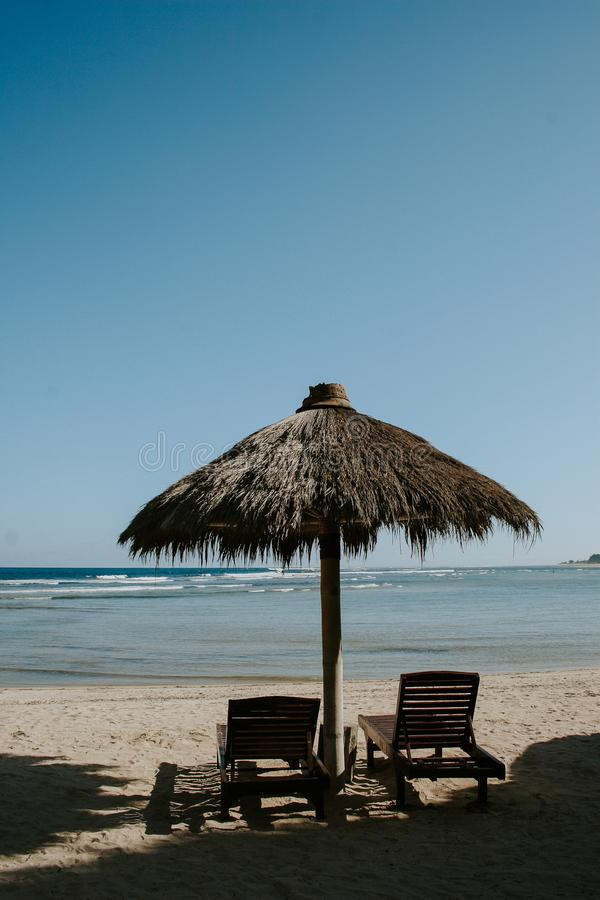 Bungalowwen in de strandkant stock foto's