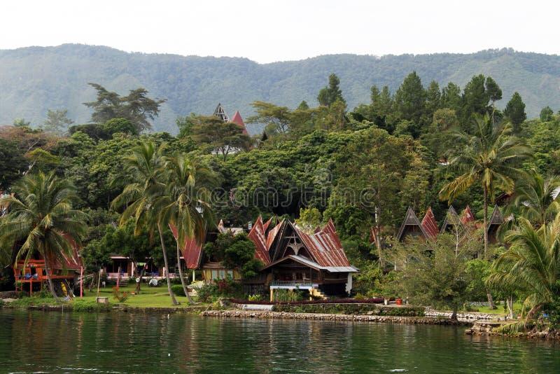 Bungalowy i drzewka palmowe obraz stock