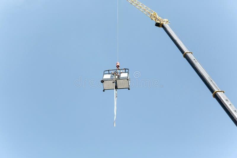 Bungee jumping con una gru fotografie stock libere da diritti