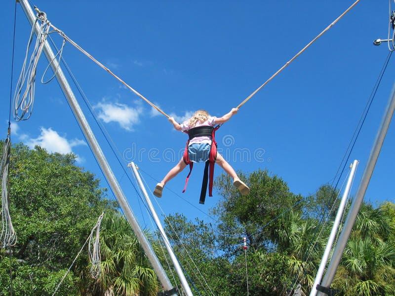Download Bungeebanhoppning arkivfoto. Bild av barn, karneval, hopp - 28122