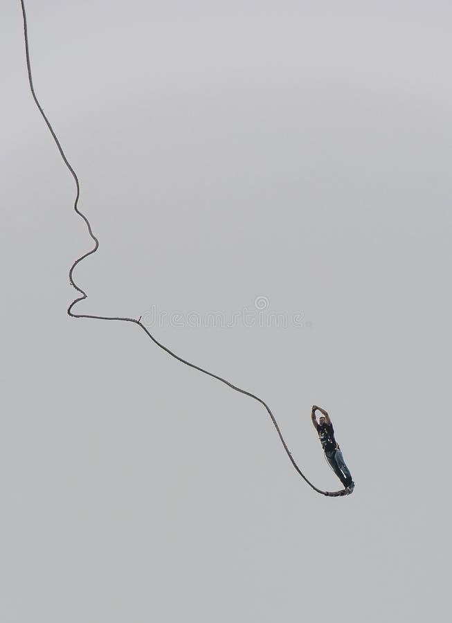 Bungeeförkläde i extrem höjd arkivfoto