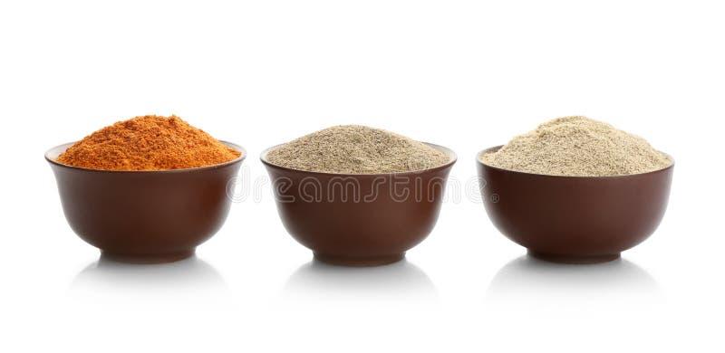 Bunkar med olika sorter av mald peppar royaltyfri foto