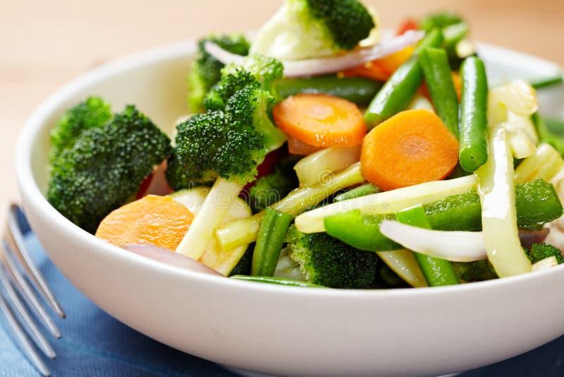 bunke ångade grönsaker royaltyfria foton
