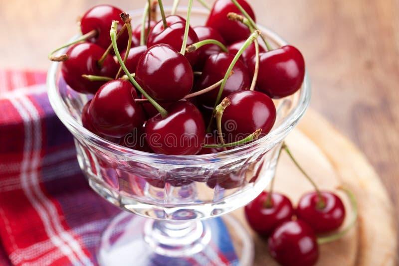 Download Bunke av det nya Cherryet fotografering för bildbyråer. Bild av frukter - 27275189