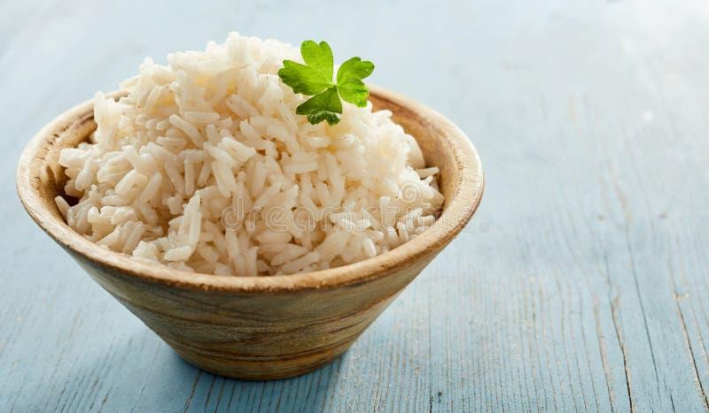 Bunke av fluffiga lagade mat medeltal-kokade vita ris fotografering för bildbyråer