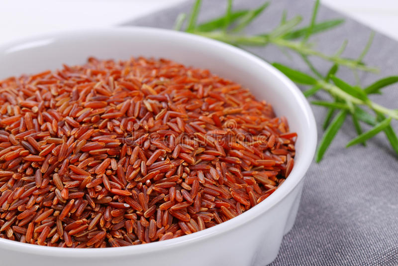 Bunke av röd rice royaltyfria bilder