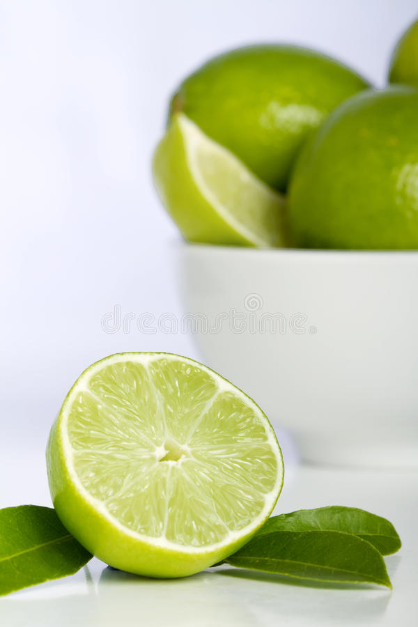 bunkelimefruktlimefrukter royaltyfria bilder