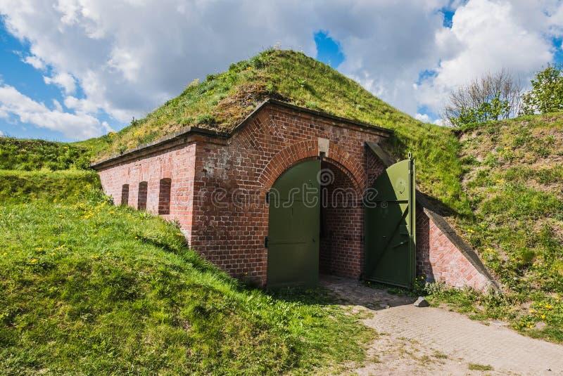 Bunker coberto com terra e grama fotografia de stock royalty free