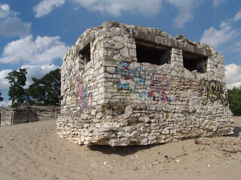Bunker in de woestijn Bledowska stock afbeelding