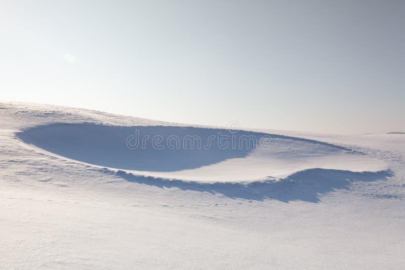Bunker di golf in pieno di neve fotografia stock