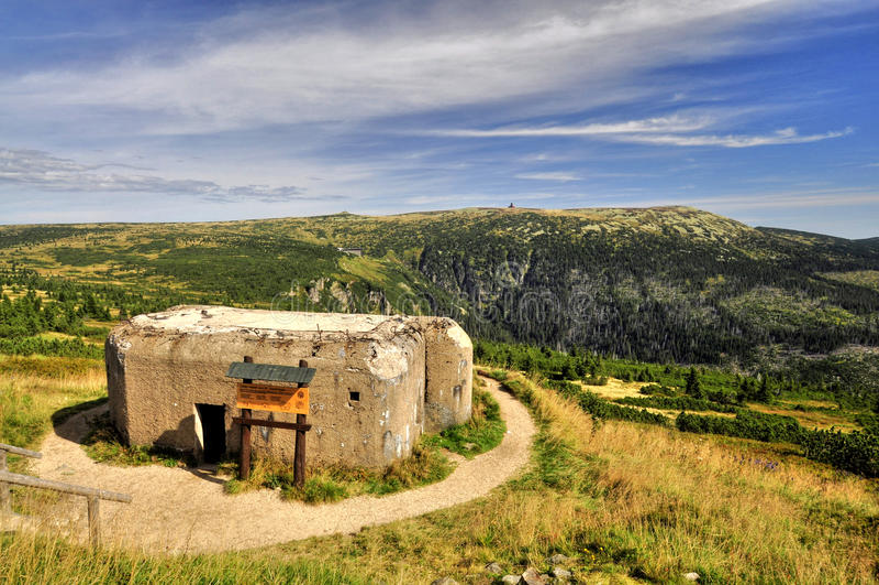 Bunker in Krkonose stock afbeelding