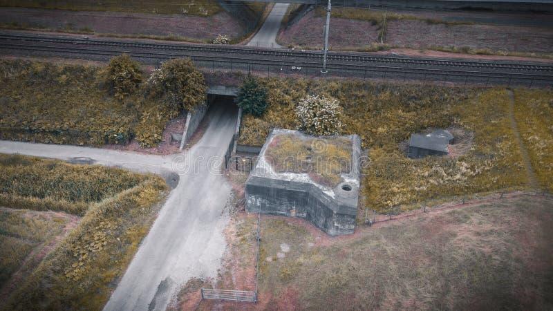 Bunker olandese di guerra vicino ad una ferrovia immagini stock libere da diritti