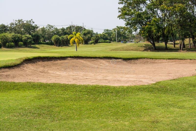 Bunkerhindernisse im Golfwettbewerb lizenzfreie stockfotografie