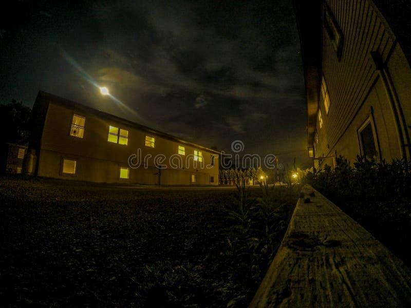 Bunkhouses在晚上 免版税库存照片