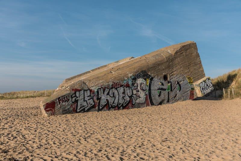 Bunkra på stranden fotografering för bildbyråer