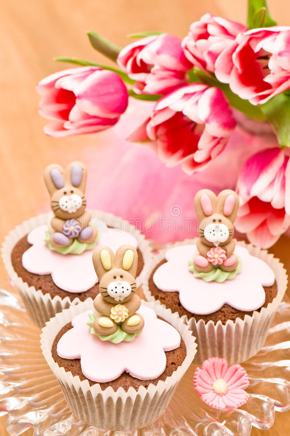 bunny cupcakes Πάσχα στοκ εικόνα με δικαίωμα ελεύθερης χρήσης