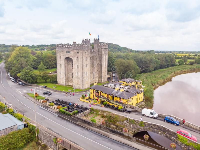 Bunratty Castle and  Durty Nelly`s Pub royalty free stock photography