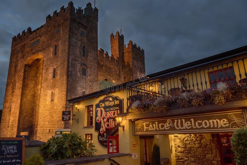 Bunratty, IRLANDA - 10 de novembro de 2016: Condado Clare, Irlanda imagens de stock royalty free