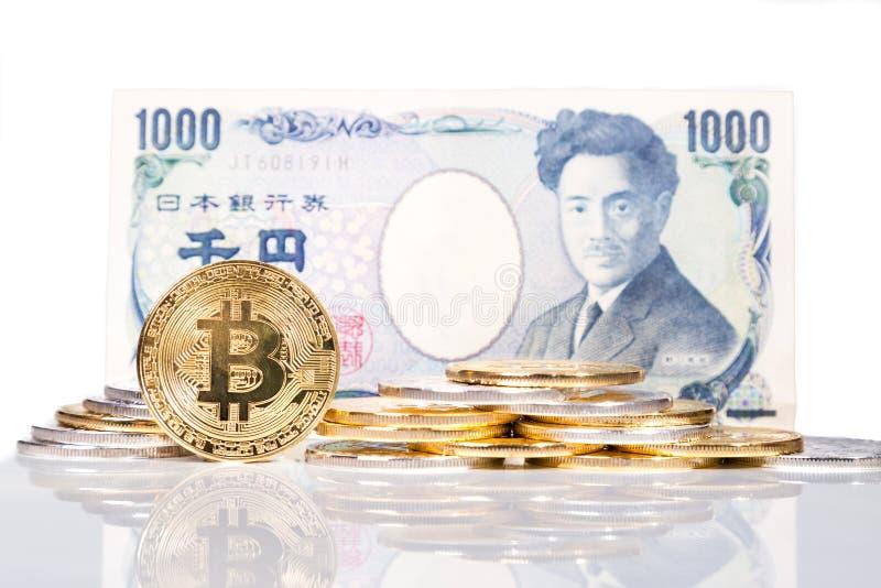 Bunt av begreppsmässig cryptocurrencybitcoin med bil för japansk yen fotografering för bildbyråer