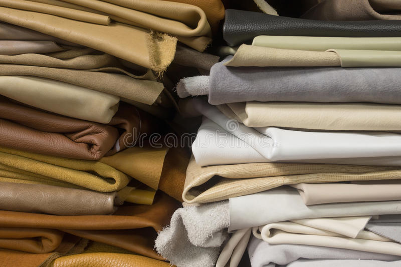 Bunt av behandlat läder arkivbilder
