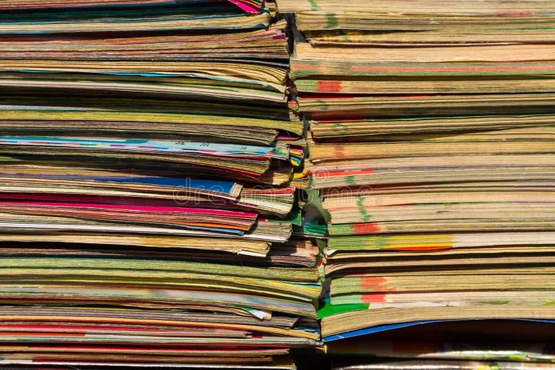 Download Bunt Av De Gamla Tidskrifterna Arkivfoto - Bild av tidning, överensstämmelse: 106831056