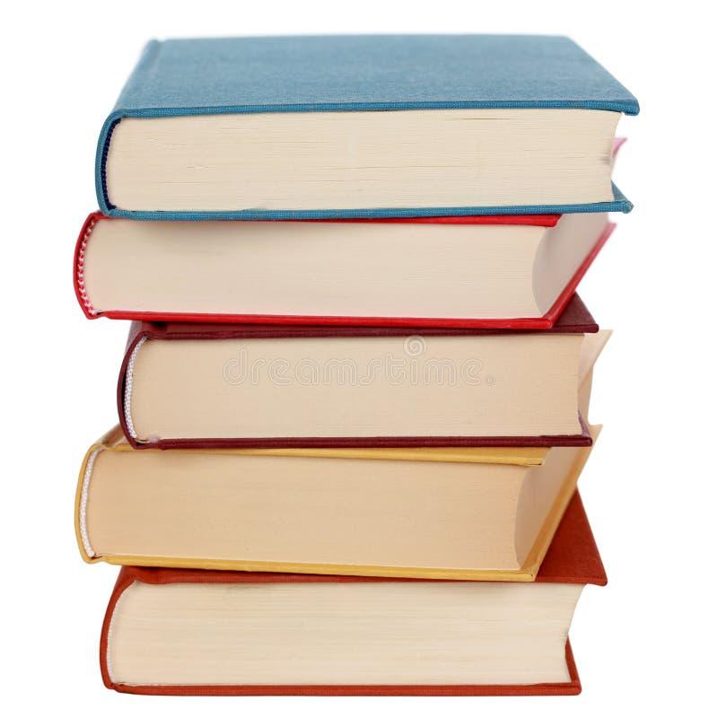 Bunt av färgrika böcker som isoleras arkivbild
