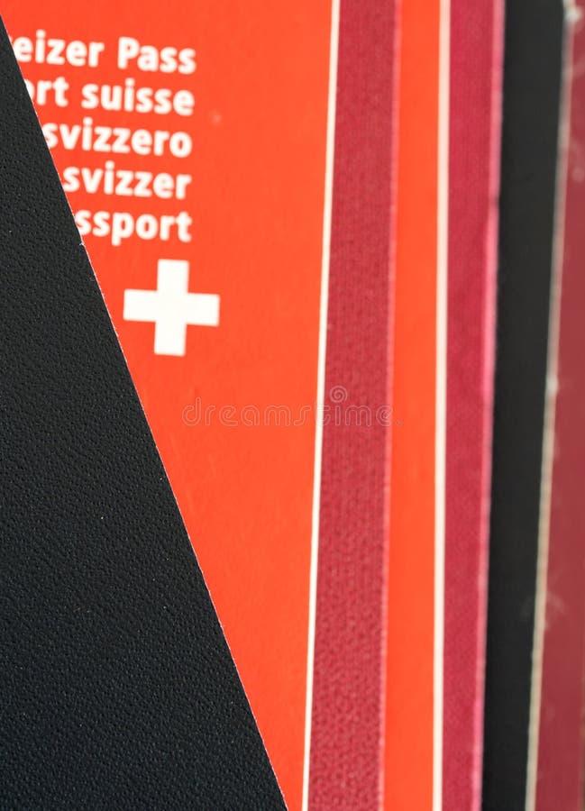 Bunt av för pass slut upp med ett schweiziskt pass i detalj royaltyfria foton