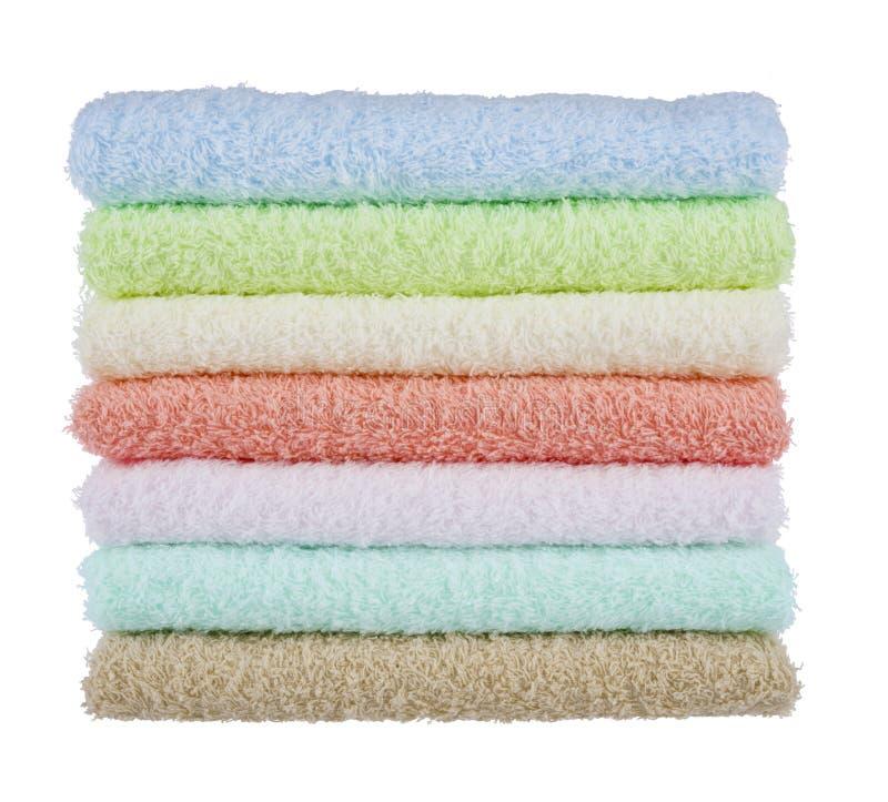 Bunt av fluffiga handdukar som isoleras på vit bakgrund arkivfoton