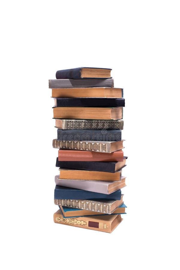 Bunt av gamla böcker som isoleras på vit bakgrund arkivbild