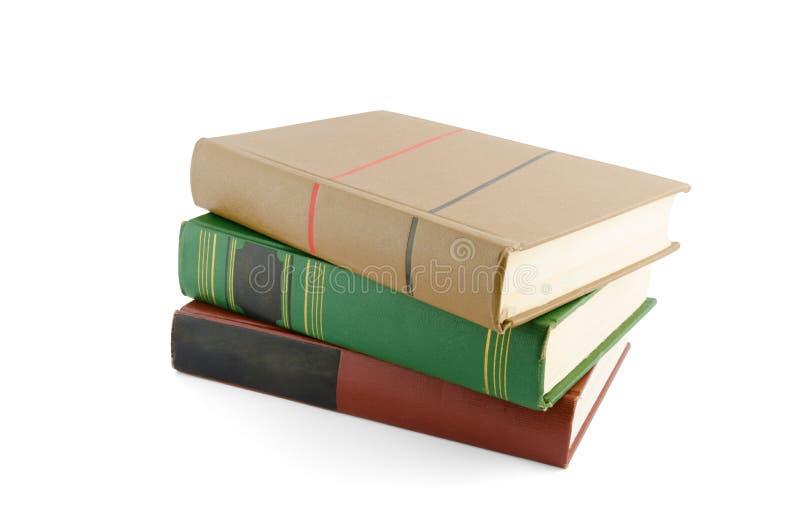 Bunt av gammala böcker som isoleras på white arkivbild