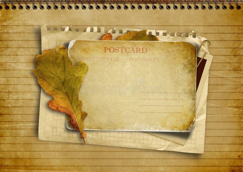 Bunt av gammala papperen med en vykort vektor illustrationer