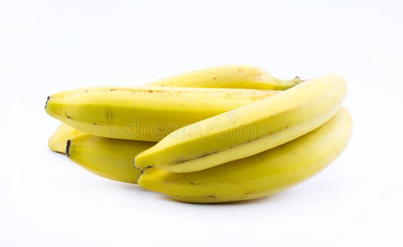 Bunt av gula bananer på en vit bakgrund - främre sikt royaltyfri fotografi