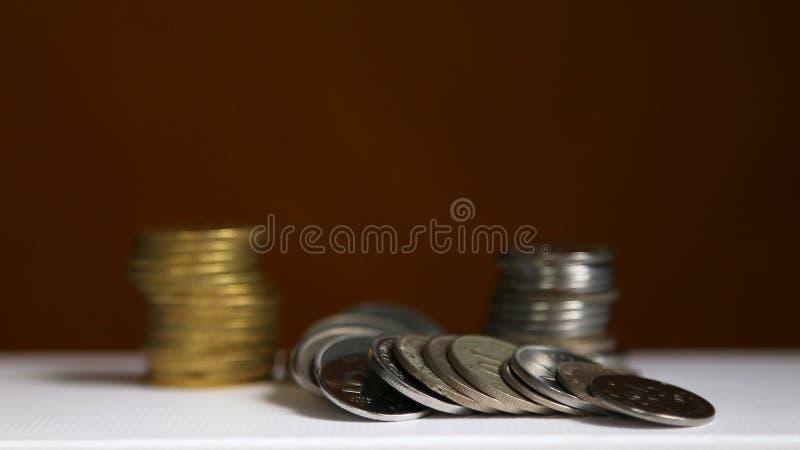 Bunt av mynt - finans- och sparandebegrepp royaltyfri fotografi