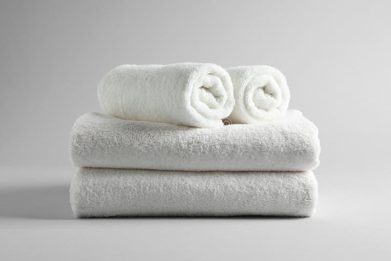 Bunt av nya handdukar royaltyfria foton