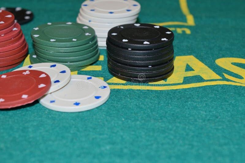 Bunt av pokerchiper arkivbild