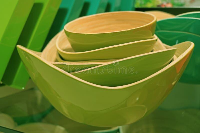 Bunt av vibrerande gröna träbunkar i olika format royaltyfri bild