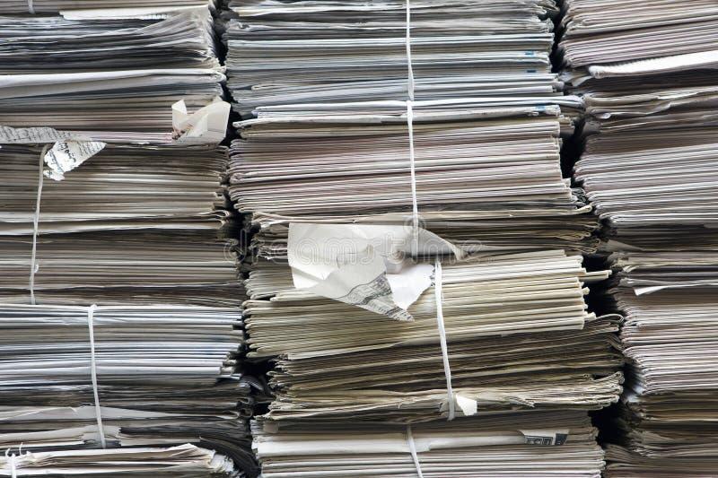 Buntar av den pappers- fulla ramen royaltyfri bild