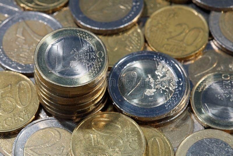 Buntar av Euromynt arkivfoton