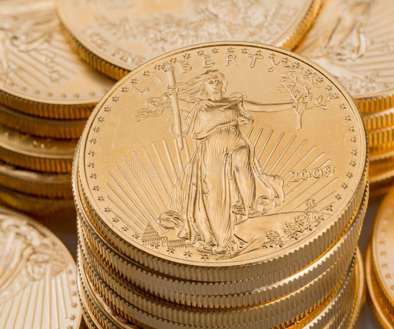 Samlingen av ett uns guld- myntar royaltyfri fotografi